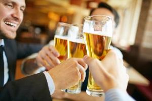 Bei einem Alkoholvertoß kann der Bußgelbescheid aus Frankreich ein hohes Bußgeld nach sich ziehen.