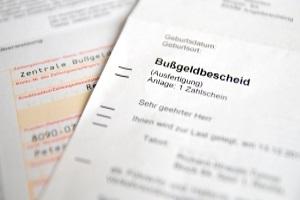 Die Bußgeldstelle ist für den Versand von Bußgeldbescheiden zuständig.