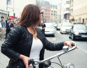 Eine Vielzahl der Fahrradunfälle geschieht ohne Helm.