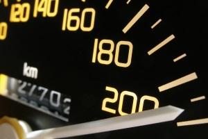 Überschreiten Fahrer die Geschwindigkeit in Belgien, werden Bußgelder fällig.