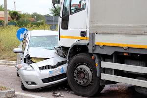 Schwerer LKW-Unfall mit PKW