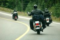 Motorräder beim Überholen