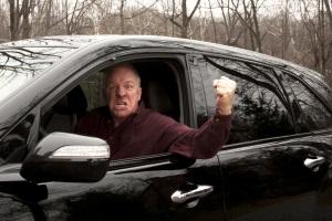 Die Androhung von Gewalt kann als Nötigung im Straßenverkehr gelten.