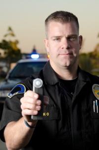 Was dürfen die Beamte bei einer Polizeikontrolle?