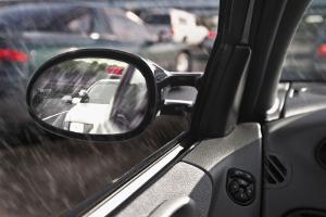 Beim Rückwärtsfahren mit Anhänger ist die Sicht oft erschwert.