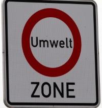 In Umweltzonen herrscht ohne Feinstaubplakette ein Fahrverbot für das Fahrzeug