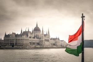 Die gültigen Verkehrsregeln sind in Ungarn zubeachten.