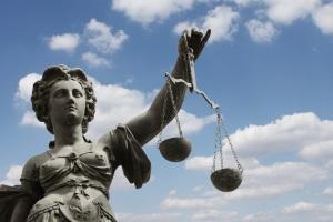 Als Zeuge bei Gericht müsen Betroffene keine Angaben machen.