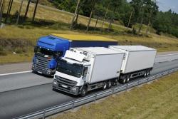 Für LKW gelten besondere Verordnungen zum Abstand