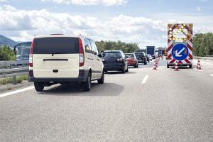 Baustelle auf der Autobahn - Geschwindigkeit drosseln