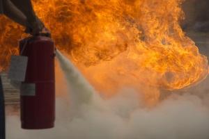 In Dänemark kann ein Feuerlöscher im Auto mitgenommen werden.