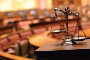 Eine Definition für grob fahrlässig ist sowohl im Zivil- als auch im Strafrecht zu finden.