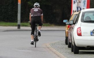 Mit dem Fahrrad auf der Straße zu fahren, ist gesetzlich vorgeschrieben.