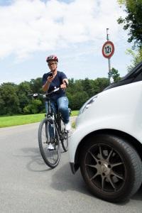 Auf dem Fahrrad: Das Handy lenkt oft vom Verkehr ab.