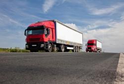 Zwei LKW hintereinander