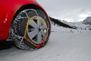 In der Schweiz gibt es keine Schneekettenpflicht.