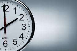 Eine Uhr. Die Pausenzeit ist gleich zuende