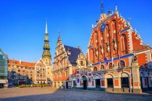 Urlauber sollten die Verkehrsregeln in Lettland beachten.